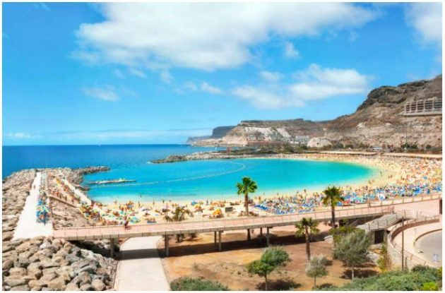 Stunning beaches attract tourists to Gran Canaria
